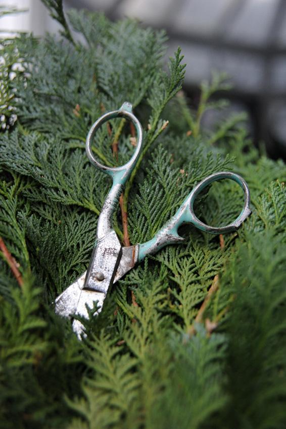 2015 12 19 wreath making 01